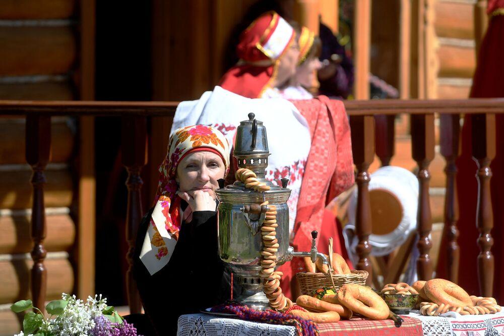 Kazan'da Karavon halk festivali