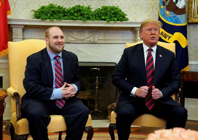 Trump, Venezüella'nın serbest bıraktığı misyoner Holt'u Beyaz Saray'da ağırladı.