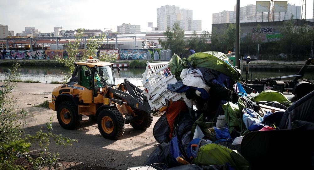 Paris'te göçmen kampları boşaltılıyor