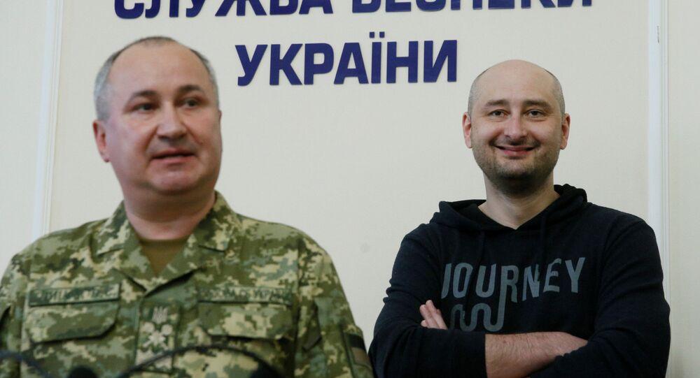 'Öldürülen' gazeteci Babçenko, Kiev'de basın toplantısı düzenliyor