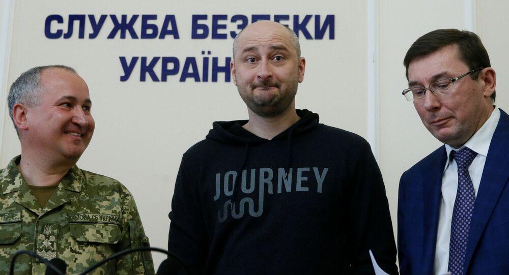 'Öldürülen' gazeteci Babçenko, Kiev'de basın toplantısı düzenledi