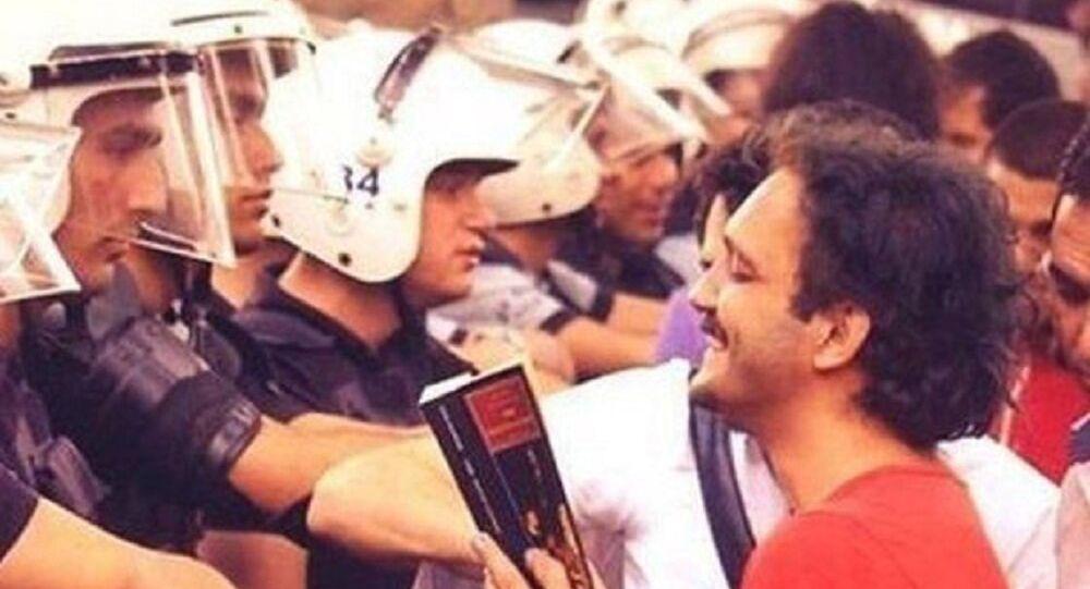 'Gezi'nin kitap okuyan adamı' olarak bilinen Hasan Hüseyin Karabulut