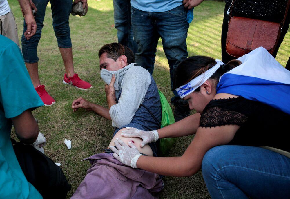 Hükümet ve muhalefet pazartesi günü Katolik Kilisesi arabuluculuğuyla barış görüşmelerine dönülmesinde anlaşmıştı ancak Nikaragua Episkopal Konferansı son yaptığı açıklamada hükümete yakın grupların insanları öldürmesin ve baskılaması sürdükçe' diyaloğa dönmeyeceğini duyurdu. CENIDH son ölüm olaylarının başkent Managua ile Masaya, Esteli ve Leon kentlerinde yaşandığını belirtti. Örgüt olaylardan Ortega ile eşini sorumlu tutarak Saldırganlar baskıcı polis ve şok gruplarıydı açıklamasında bulundu.