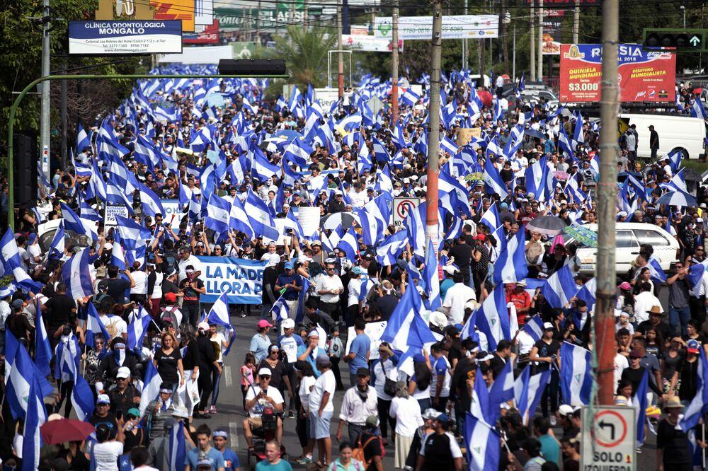 Amerikan Devletleri Örgütü Başkanı  Luis Almagro 'baskıcı güçler ve silahlı güçler' tarafından gerçekleştirilen ölümleri kınayıp Ortega hükümetine şiddeti durdurma çağrısında bulunurken, ABD Dışişleri Bakanlığı da açıklamasında  Dün Managua ve diğer kentlerde, aralarında 18 Nisan'dan bu yana yaşanan protestolarda ölen çocuklarının yasını tutan annelere yapılan saldırılar da dahil, barışçı Anneler Günü yürüyüşlerine hükümetin verdiği vahşi yanıtı kınıyoruz ifadelerini kullandı.