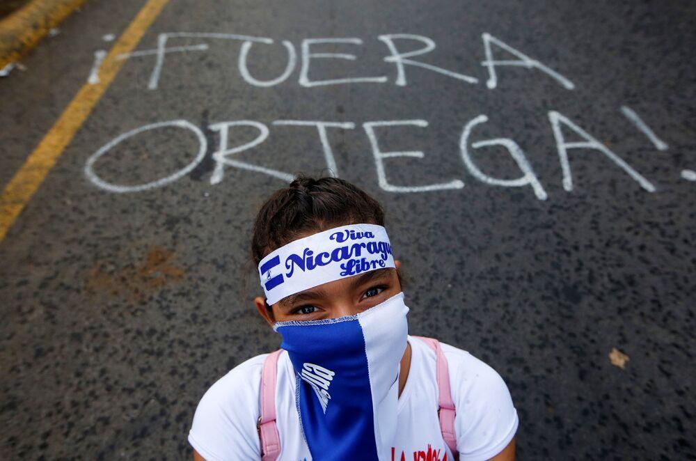 Ülkeyi 1979'dan 1990'a kadar yöneten ve 11 yıl önce yeniden iktidara gelen Ortega çarşamba akşamı Managua'da binlerce destekçisine yaptığı konuşmada iktidarda kalmayı sürdürceğini belirtti. 72 yaşındaki eski gerilla lideri Ortega  Nikaragua hepimize ait ve hepimiz burada kalacağız diye konuştu. Eylemlerin başını çeken öğrenciler Ortega ve eşinin istifa etmesini ve ülkede yeni seçimlerin yapılmasını istiyor.