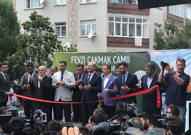 İçişleri Bakanı Süleyman Soylu, İstanbul Gaziosmanpaşa'da yapılan Fevzi Çakmak Cami'nin ibadete açılışına katıldı.