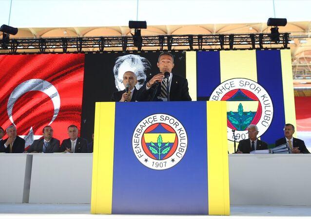 Fenerbahçe'de tarihi seçimin ilk gününde başkan adayı Ali Koç kürsüde