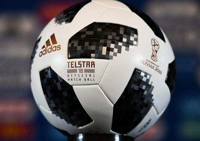 Официальный мяч чемпионата мира по футболу 2018 Telstar 18, архивное фото