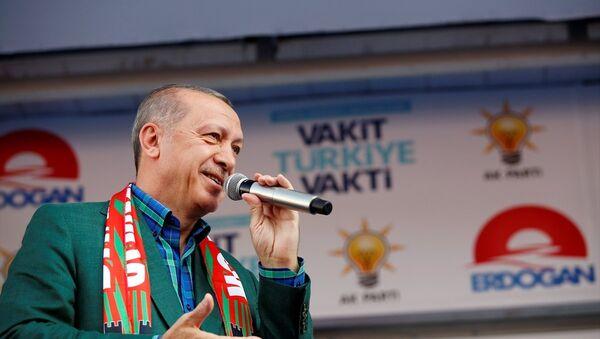 Cumhurbaşkanı ve AK Parti Genel Başkanı Recep Tayyip Erdoğan, partisince Diyarbakır İstasyon Caddesi'nde düzenlenen mitingde konuştu. - Sputnik Türkiye