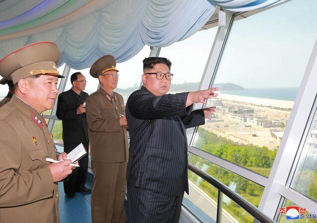 Kuzey Kore lideri Kim Jong-un ve yeni Kuzey Kore Ordusu Genel Siyasi Büro Direktörü Kim Su-gil