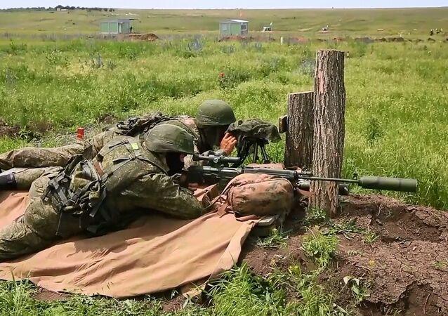 Gizlilik ve kamuflaj ustaları askeri keskin nişancılar