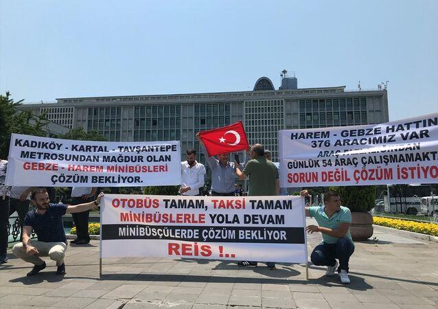 Minibüsçüler, İBB önünde eylem yaptı