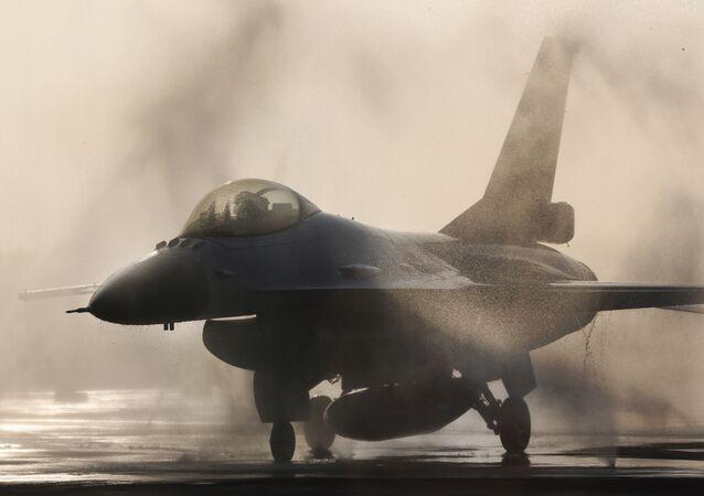 F-16 savaş uçağı