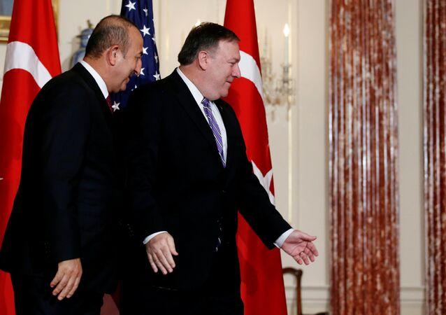 Pompeo ile Çavuşoğlu ABD Dışişleri Bakanlığı'nda