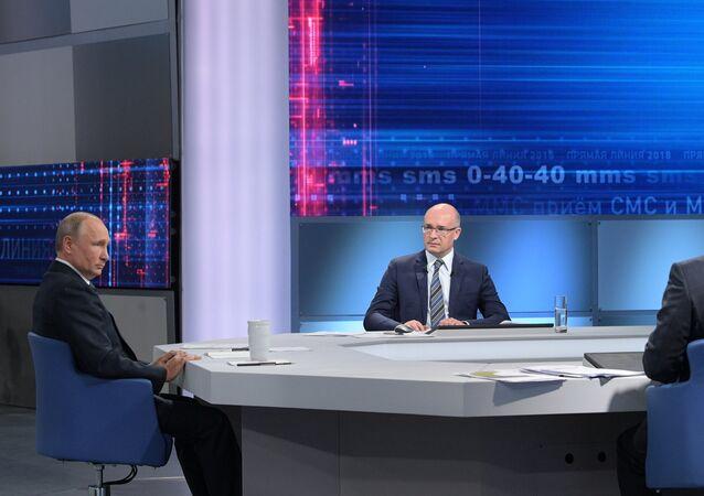 Putin, Moskova'da düzenlenen Direkt Hat programı sırasında