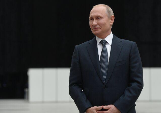 Vladimir Putin Direkt Hat programından sonra gazetecileri'nin sorularını yanıtlıyor