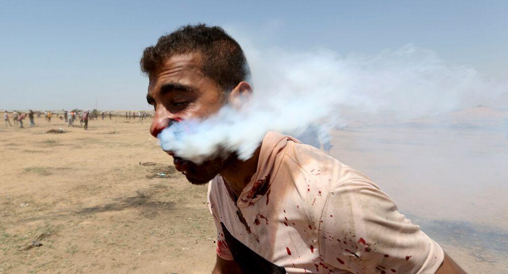 İsrail, Gazze'deki protestoculara saldırdı. Yüzünden gaz bombası kapsülüyle vurulan Heysam Ebu Sebla isimli 23 yaşındaki bir genç yaşam destek ünitesine bağlandı.