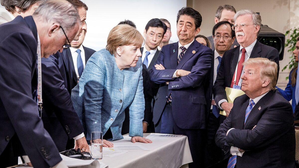 Trump, Merkel'e şeker fırlatıp giderken: Sana hiçbir şey ...