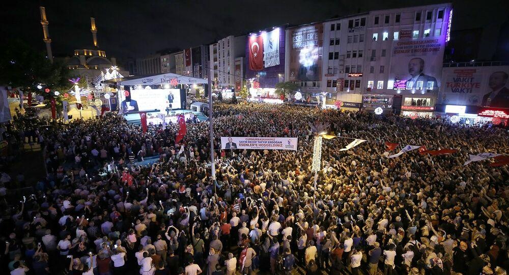 Cumhurbaşkanı Recep Tayyip Erdoğan, İstanbul Esenler'de gerçekleştirilen '10 Bin Hatim 100 Bin Dua' programına katıldı.