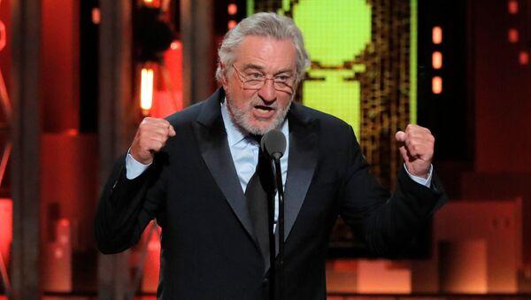 Robert de Niro 74. Tony Ödülleri töreninde Trump'a küfrederken - Sputnik Türkiye