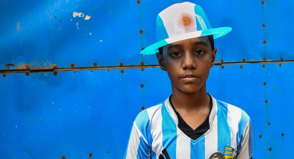 Dünya Kupası'nda Arjantin'i tutan Bangladeşli bir çocuk