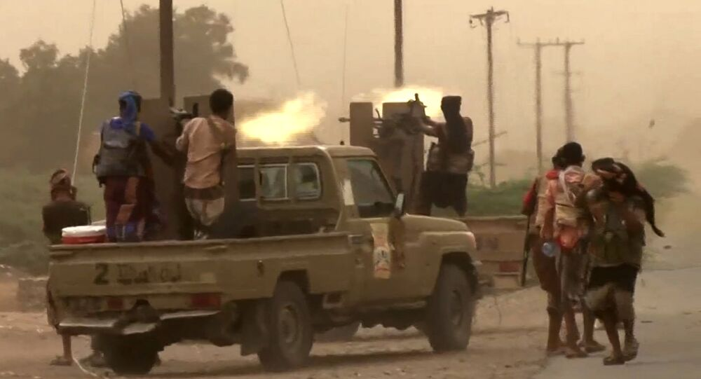 Yemen'in Hudeyde kentindeki havalimanında hükümet yanlısı güçler