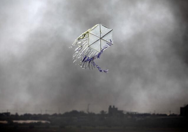 İsrail-Gazze arasında uçan bir uçurtma
