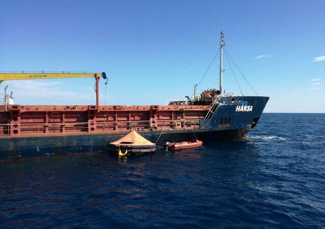 Hırvatistan açıklarında su alarak batmaya başlayan ancak kurtarılan Türk bandıralı yük gemisi 'Haksa'