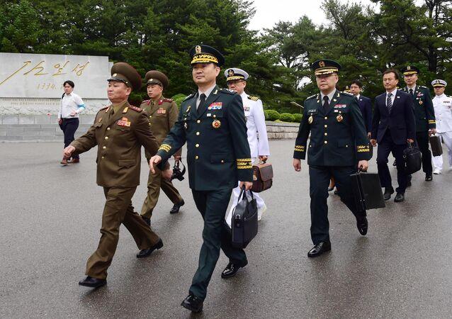 Kuzey ve Güney Kore askeri heyetleri