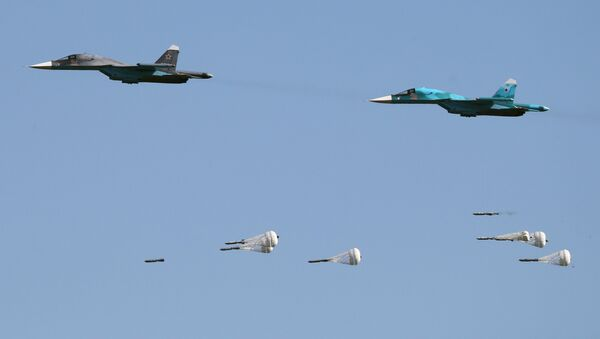 Su-34 fighter-bombers during the Aviadarts-2016 competition held as part of International Army Games - 2016 at the Dubrovichi training field in the Ryazan Region - Sputnik Türkiye