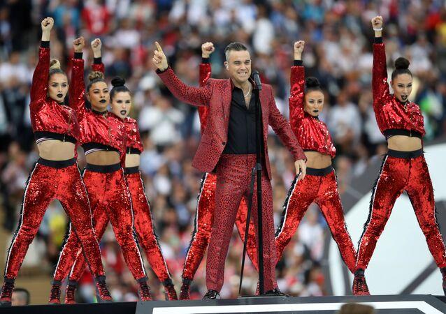 Robbie Williams, Moskova'nın Lujniki stadyumunda gözalıcı bir performans sergiledi.