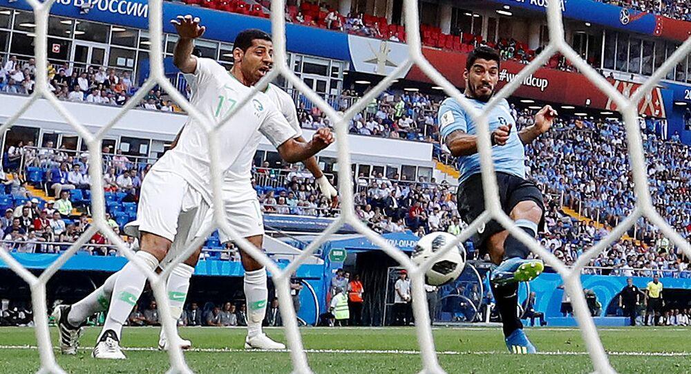 Suarez, milli formayla 100. maçına çıktı, Uruguay'ın Suudi Arabistan karşısında tek golünü kaydetti.