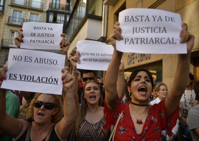 Pamplona'da tecavüzle suçlanan 5 erkeğin kefaletle serbest kalması kararı protesto edildi