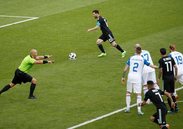 İzlanda-Arjantin maçında Lionel Messi penaltı kullandı