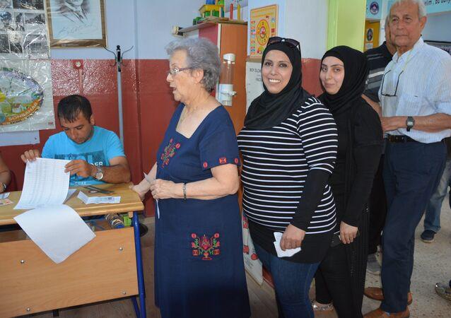 Mersin'de oy kullanan Suriyeliler