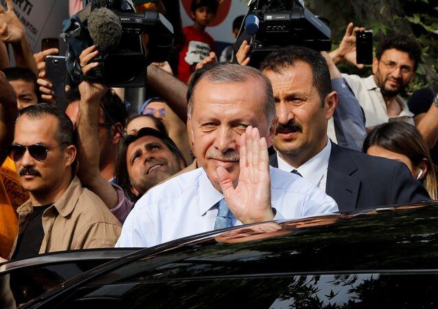 Cumhurbaşkanı Recep Tayyip Erdoğan, Kısıklı'daki konutundan Huber Köşkü'ne geçti.