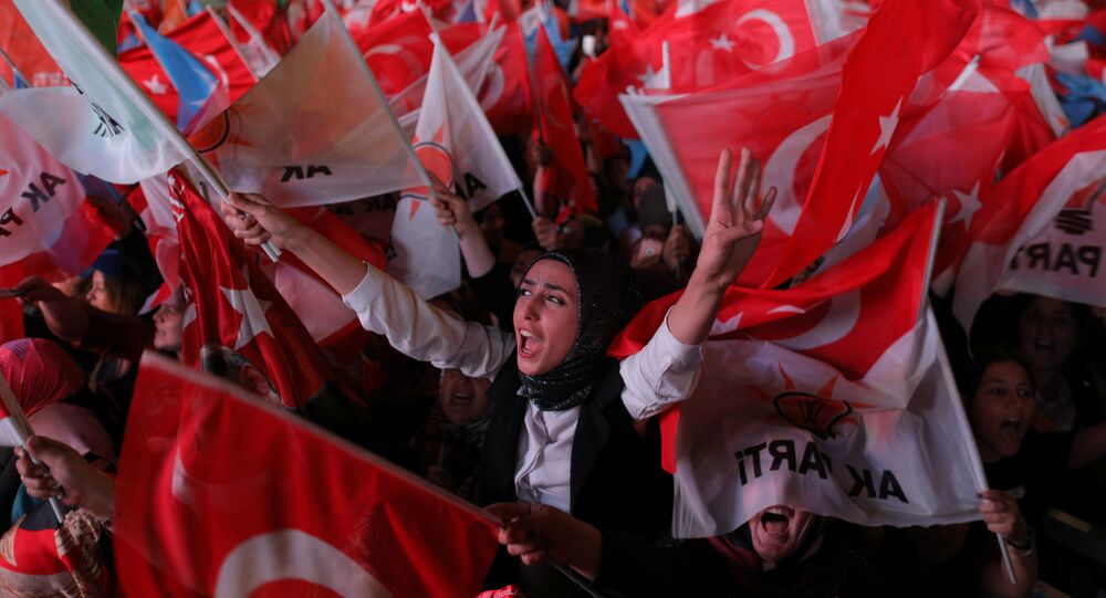 AK Parti Ankara İl Başkanlığı önünde seçim kutlamaları