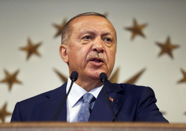 Resmi olmayan sonuçlara göre cumhurbaşkanlığı seçimini ilk turda kazanan Cumhurbaşkanı Recep Tayyip Erdoğan ilk konuşmasını yaptı