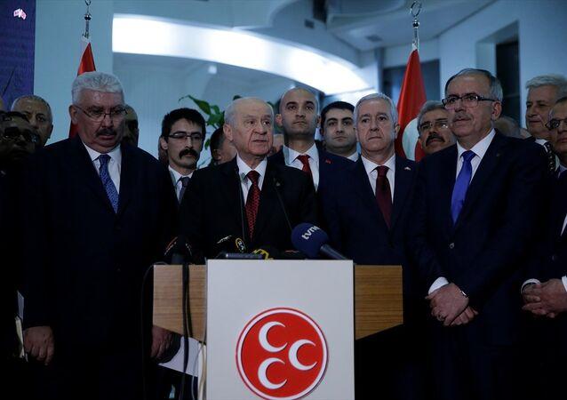 MHP Genel Başkanı Devlet Bahçeli, parti genel merkezinde seçim sonuçlarına ilişkin gazetecilere açıklamalarda bulundu.
