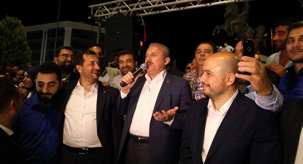 TBMM Anayasa Komisyonu Başkanı Mustafa Şentop, partisince Tekirdağ'ın Çerkezköy ilçesinde düzenlenen kutlamalara katıldı. Şentop, meydanda toplanan partililere bir konuşma yaptı.
