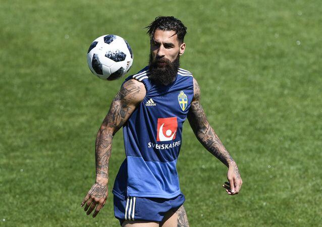2016'dan beri Fransa'nın Toulouse takımında top koşturan İsveç milli futbol takımının orta saha oyuncularından Jimmy Durmaz, 2018 FIFA Dünya Kupası'nda da İsveç formasını terletiyor.
