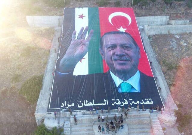 Afrin'de Öcalan resminin imha edildiği alana Erdoğan posteri yerleştirildi