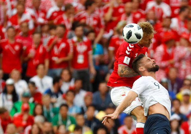Dünya Kupası'nda Fransa-Danimarka maçı, Kjaer ile Giroud kafaya çıkarken