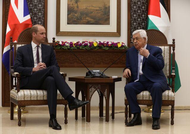 İsrail işgali altındaki Batı Şeria'nın Ramallah kentindeki Filistin Yönetimi merkezinde Başkan Mahmud Abbas, İngiltere tahtının 2 numarası Prens William'ı ağırladı.