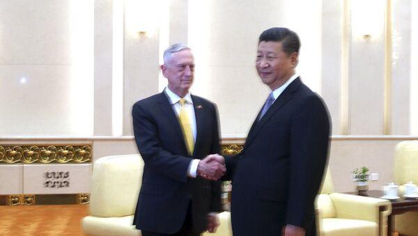 Çin Devlet Başkanı Şİ Cinping- ABD Savunma Bakanı James Mattis - Sputnik Türkiye