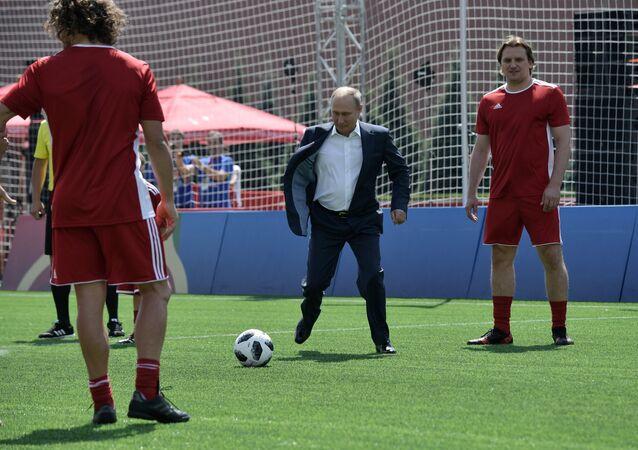 Rusya Devlet Başkanı Vladimir Putin futbol hünerlerini sergiledi