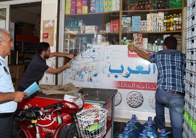 Esenyurt'ta Suriyeli esnafa Türkçe tabela uyarısı