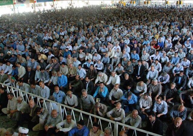 İran'da cuma namazı cami cemaati