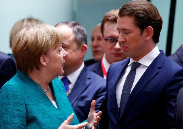 AB liderler zirvesinde Almanya-Avusturya başbakanları Merkel ile Kurz arasındaki diyalog