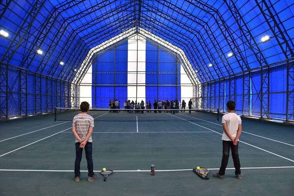 Yüksekovalılar tenis kortuna kavuştu